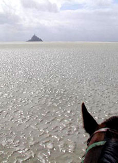RIDE IN FRANCE - Crossing the Mont Saint Michel Bay on horseback