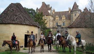 Equestrian holidays in a castle in France - Ride in France