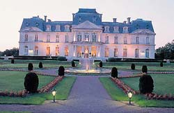 Ride in France - travel agency specialised in horse riding trails and vacations in France, tours to be arranged before or after your ride (stays in castles, visit of Paris, sea water therapy...)